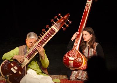 Concert au Scènacle, P.Koshti au Surbahar, accompagné par son élève à la Tampura
